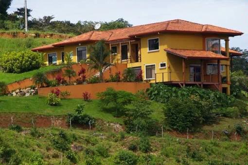Fantastische Villa mit Pool und Blick auf Meer und Berge