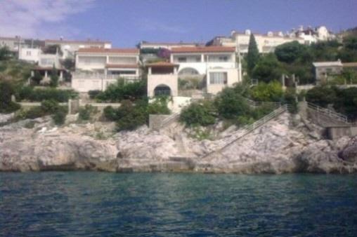 Wunderschöne Villa mit Privatstrand direkt am Meer